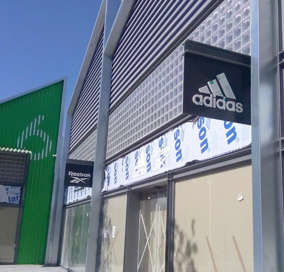 Pagar tributo luego Abolido  Obras de Pladur en diversas tiendas de Torre Outlet Zaragoza